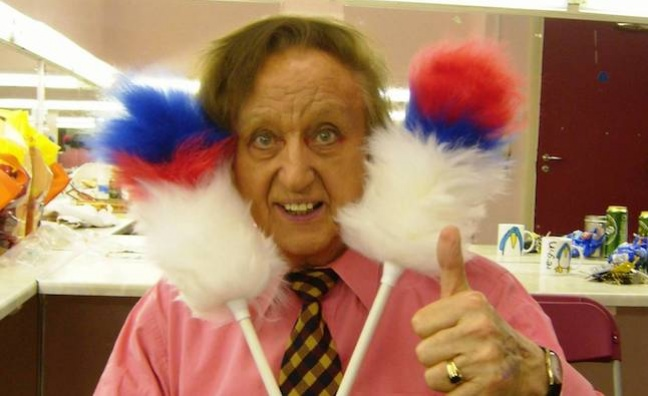 Tributes to chart star Ken Dodd