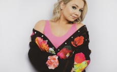 'I can't wait for this new chapter to begin!': RaeLynn inks worldwide recordings deal with Round Here Records & AWAL
